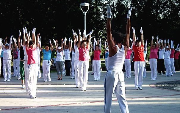 佳木斯快乐舞步健身操1-10套视频-老年广场舞教学动作分解mp4  第1张